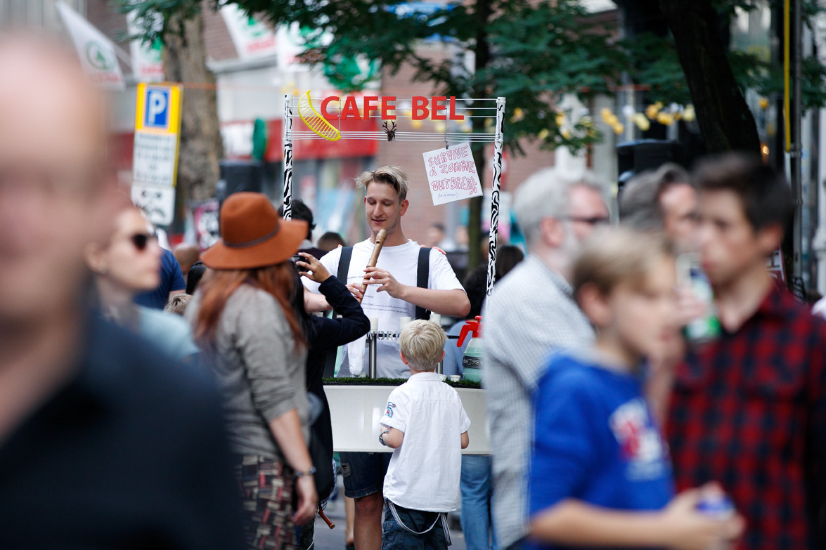 Maarten Bel met zijn mobiele Café Bel